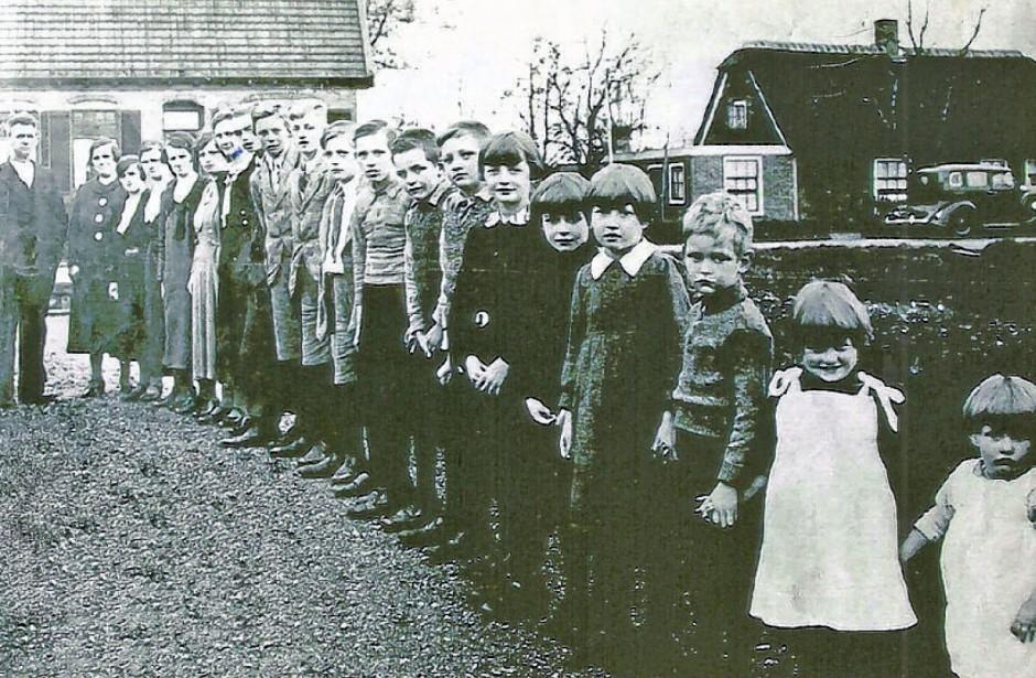Het grootste gezin in 1937 - Familie Vork uit Noorden in 1937