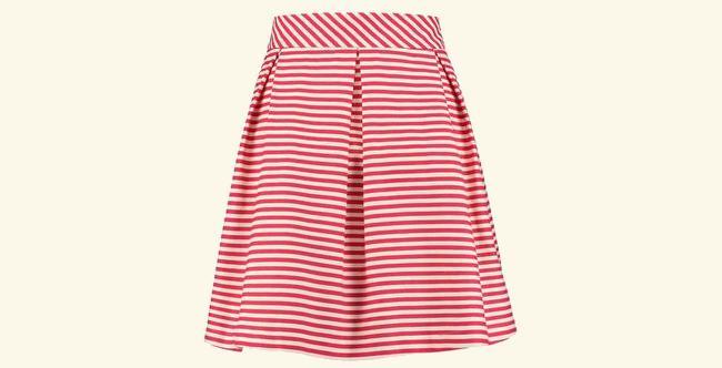 rokjesdag met een rood wit gestreepte rok