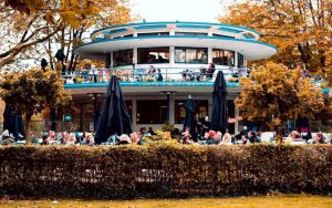 grootste terras - het blauwe theehuis