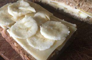 Broodje kaas met banaan