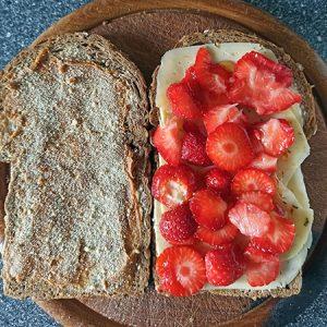 boterham variatie (kaas met aardbeien en meer)